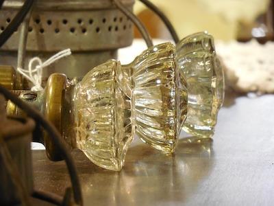 ガラス製のオシャレなドアノブの画像